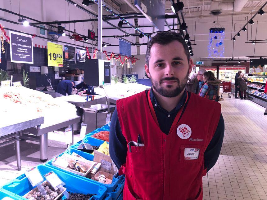 Julien Leprince, manager à la poissonnerie Auchan - La Glacerie.