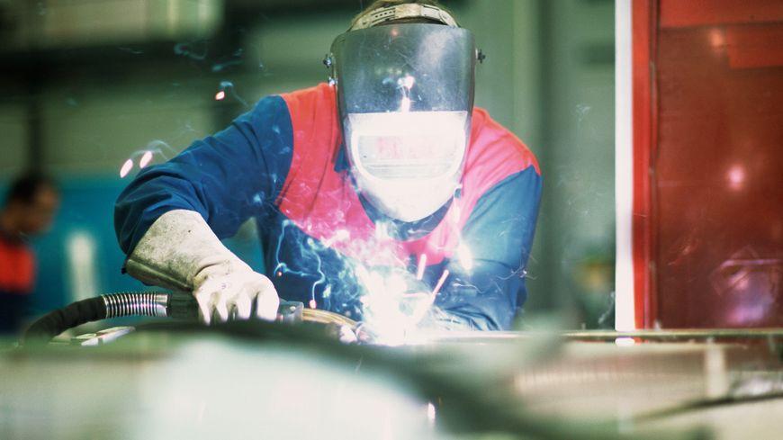 L'entreprise GYS est spécialisée dans la production de chargeurs de batterie et dans le soudage de carrosserie
