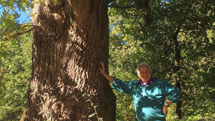 Deux itinéraires balisés de promenade sont à découvrir dans l'arboretum, indique le maire d'Ychoux.