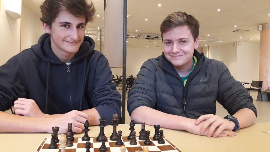 Melvin et Florian, deux jeunes joueurs qui participent à l'Open d'échecs du Mans