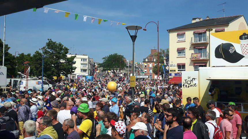 La foule à Fougères.