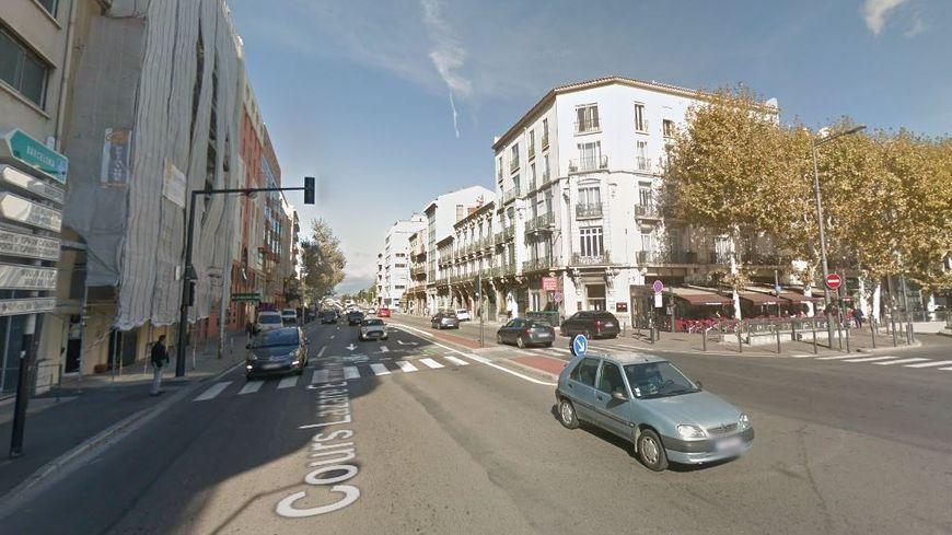L'accident s'est produit sur le Cours Escarguel, face à la pizzeria Le Napoli