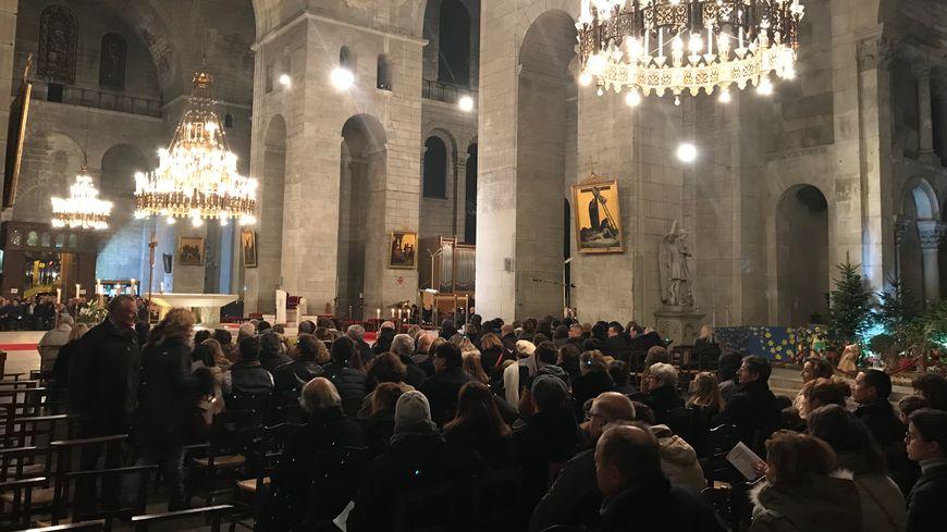 Les rangs ont mis un peu de temps à se remplir, mais il y a finalement eu du monde sur les bancs de la Cathédrale Saint-Front pour la messe de minuit.