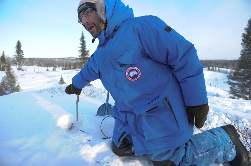 Florent Dominé, lors d'une étude du réchauffement du pergélisol, près de Kuujjuarapik, au Canada en décembre 2014