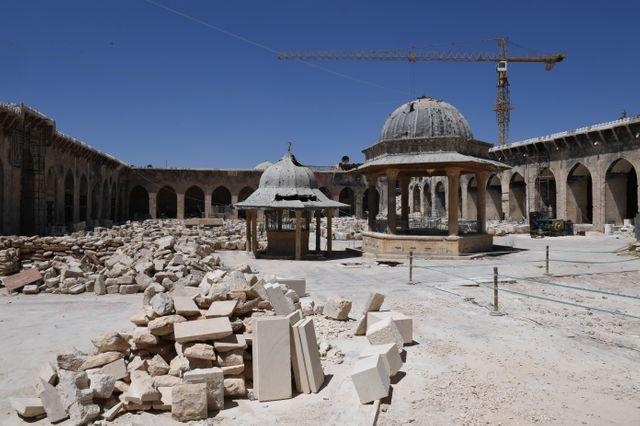 La même mosquée des Omeyyades d'Alep le 14 décembre 2018 : les travaux de restauration ont commencé.