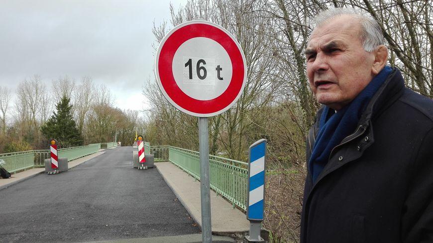 La limitation de tonnage passe de 12 à 16 tonnes sur le pont d'Irleau explique Gilbert Favreau, président du conseil départemental des Deux-Sèvres