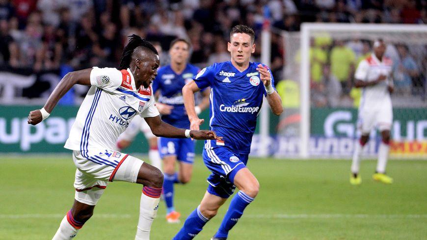 Anthony Caci (ici face au Lyonnais Traoré) savoure son bonheur de découvrir la Ligue 1 avec le Racing Club de Strasbourg