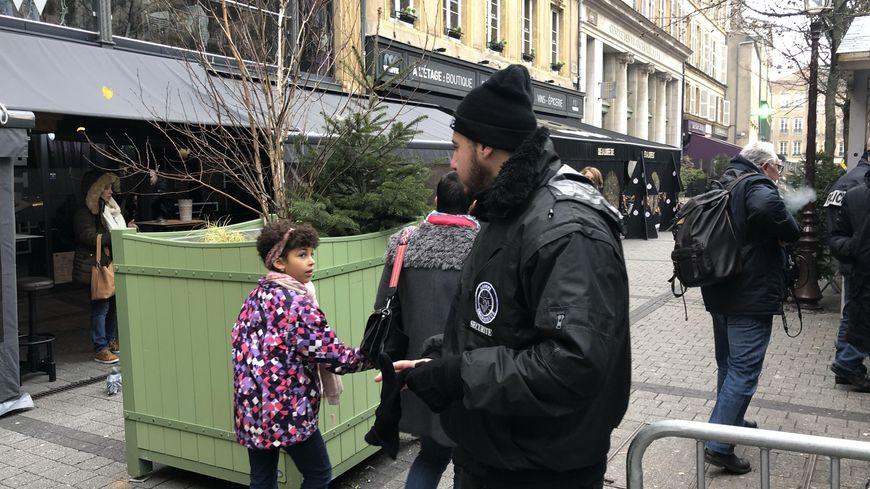 La sécurité a été renforcée sur le marché de Noël de Metz, le 12 décembre 2018.