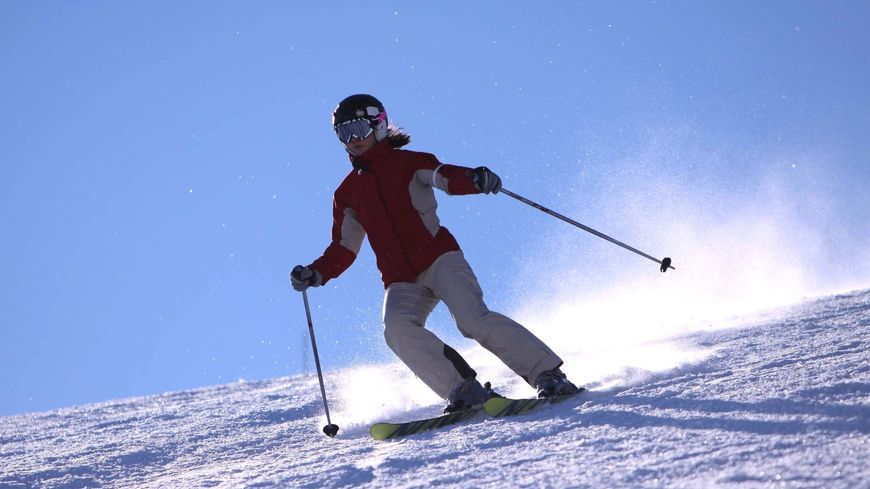 "Une skieuse ""tout schuss"" au Lioran"