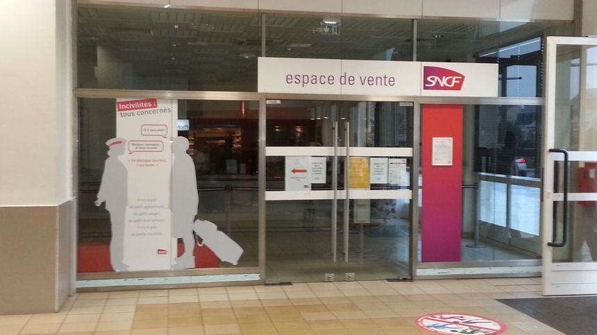 Les guichets étaient fermés en gare de Bourges ce 21 décembre.