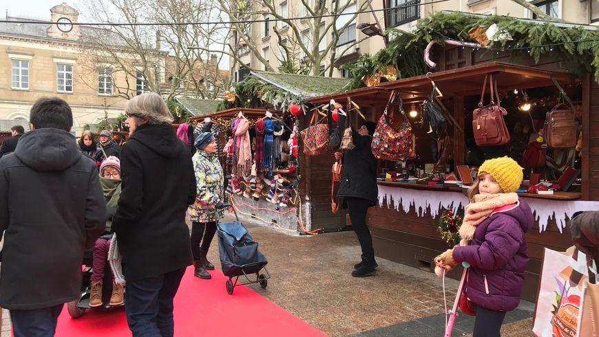 Le marché de Noël est ouvert de 10 heures à 19 heures.