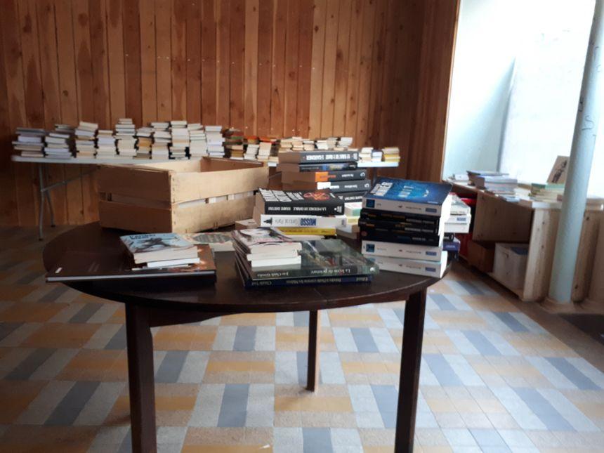 Une partie des livres reçus par la bouquiniste