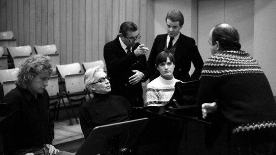 Le jeune Christian Thielemann au piano avec Karajan en 1982