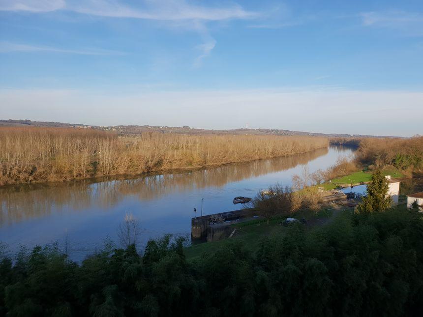 La vue sur la Garonne et son canal depuis le château du Hamel à Castets en Dorthe