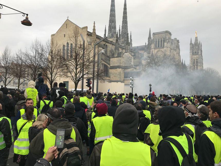 Des gaz lacrymogènes place Pey Barland