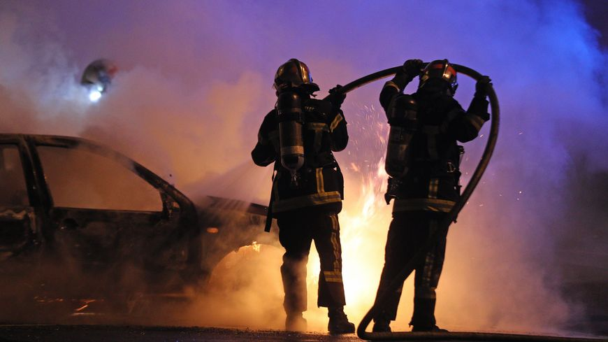 Plusieurs voitures ont été incendiées, dans la nuit de lundi à mardi, à La-Roche-sur-Yon (photo d'illustration)