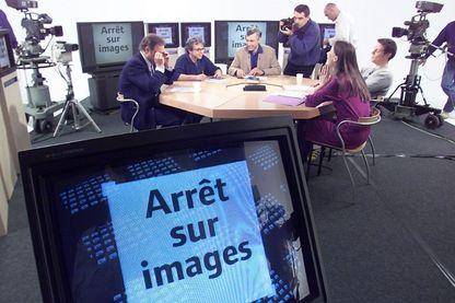 """Le plateau d' """"Arrêt sur Images"""", ici en 2000"""