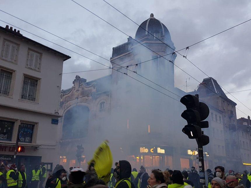 Manifestation des gilets jaunes sous tension à Nancy.