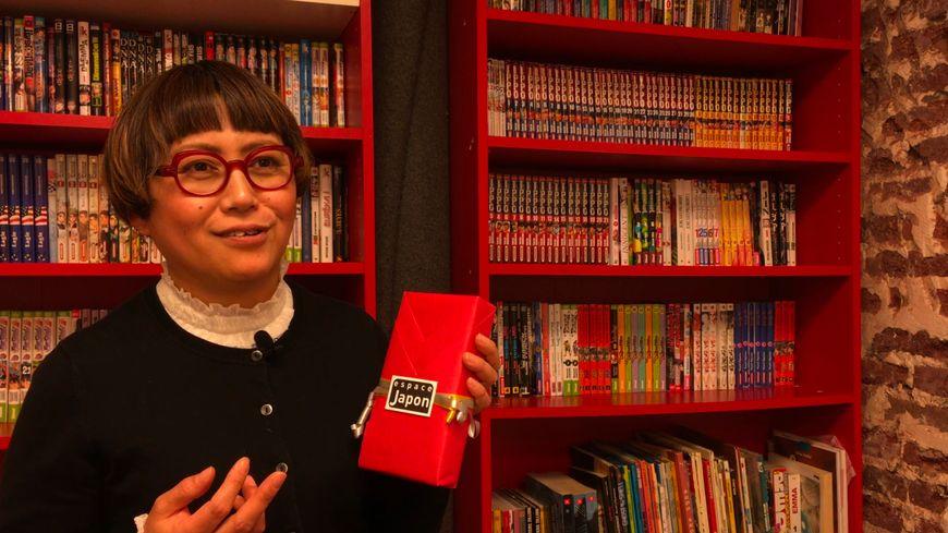 Kiki Konishi-Maillet anime des ateliers à l'Espace Japon à Paris
