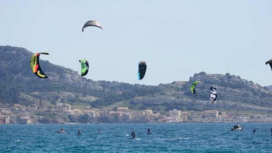 Les kitesurfeurs sont nombreux à pratiquer leur discipline à Marseille (photo 2013).