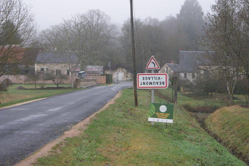 Un panneau de Beaumont-Village a même été posté à l'envers... à l'entrée de Villeloin-Coulangé !