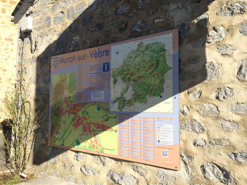 La commune de Murat-sur-Vèbre se trouve à l'est du Tarn, à la frontière avec l'Hérault