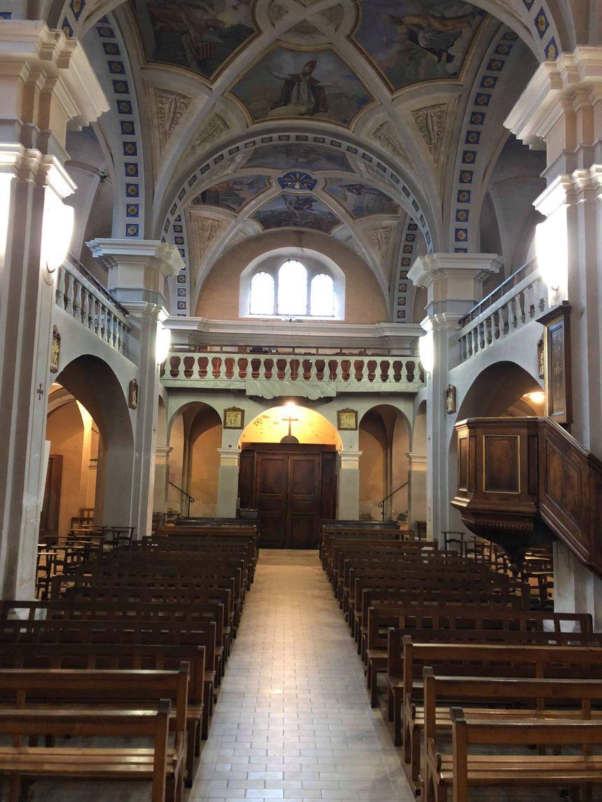 L'intérieur de l'église Saint-Agathe