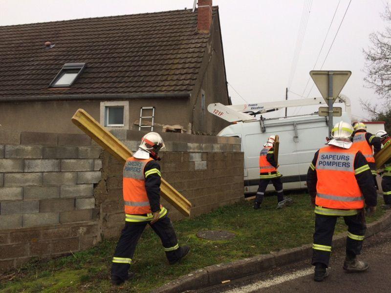 De nombreux pompiers ont été mobilisés sur cet accident.