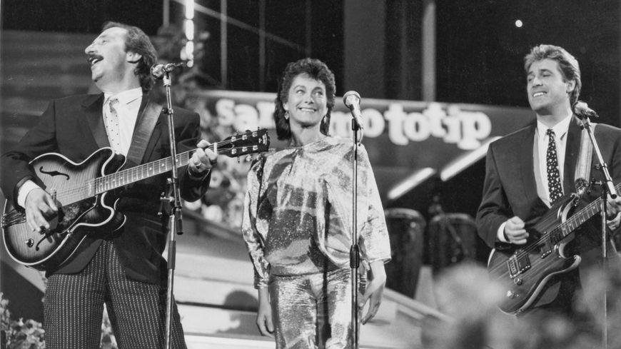 1985, Ricchi e Poveri au 35ème festival de musique de Sanremo. De gauche à droite, Franco Gatti, Angela Brambati et Angelo Sotgiu.