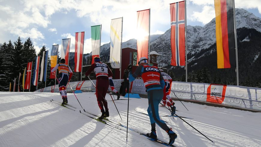 Maurice Manificat dans le 15 km poursuite classique à Toblach lors du Tour de ski de décembre 2017