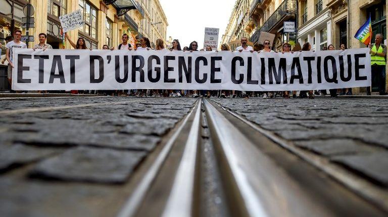 La pétition en ligne lancée par quatre ONG avait recueilli dimanche soir plus de 1,6 million de signatures, du jamais vu en France.
