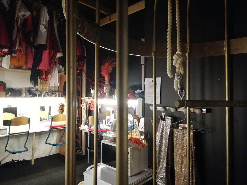 """Les 12 artistes de la troupe enchaînent les tableaux de ce nouveau show intitulé """"Acidulé"""""""