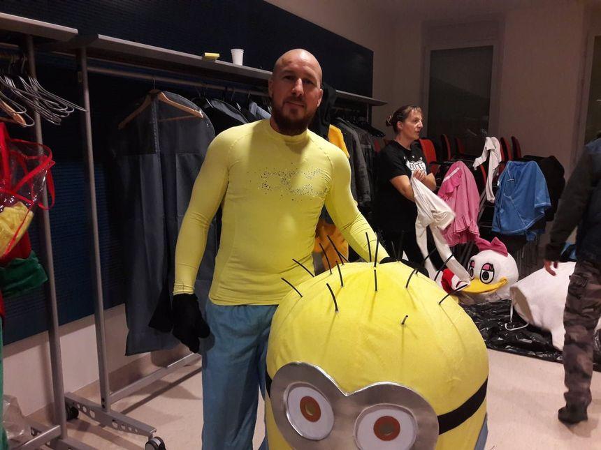 Jérôme quitte son costume de motard pour enfiler son costume de Minion