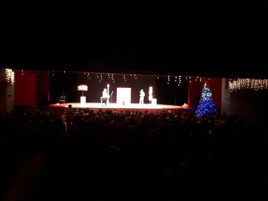 la magie de Noël comme avec l'arbre de Noel offert à tous les enfants de la ville