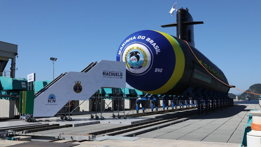 Le Riachuelo, premier sous-marin brésilien de type Scorpène, a été mis à l'eau ce vendredi matin