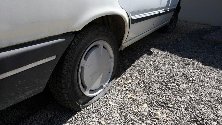 """Un """"serial creveur de pneus"""" sévit à Acigné près de Rennes"""