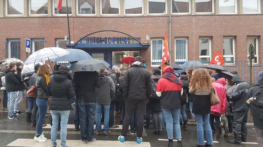 Rassemblement devant le commissariat d'Amiens ce dimanche pour réclamer la libération des manifestants interpellés