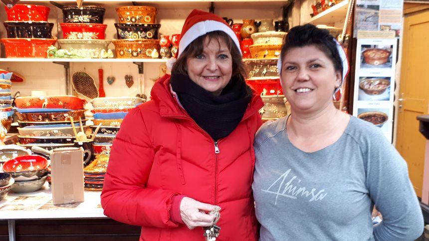Elisabeth (gauche) tenait un stand pour la première fois sur le marché de Noël de Strasbourg, place Broglie.