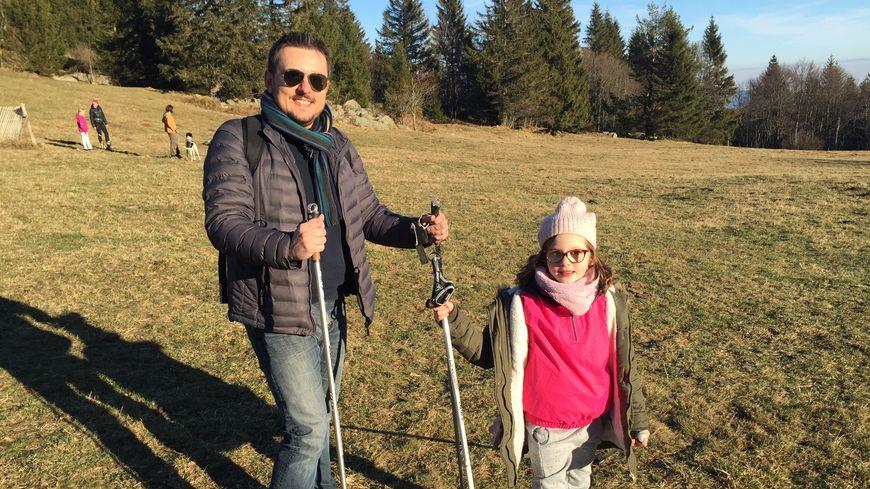 Une famille belge à la découverte du ski sur herbe au Lac Blanc