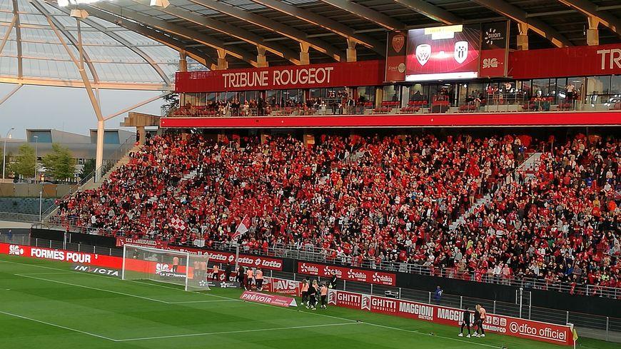Des supporters lors d'un match du DFCO au stade Gaston Gérard