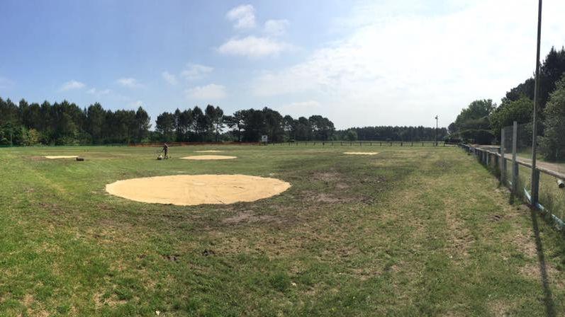 Le terrain de baseball à Campet-Lamolère