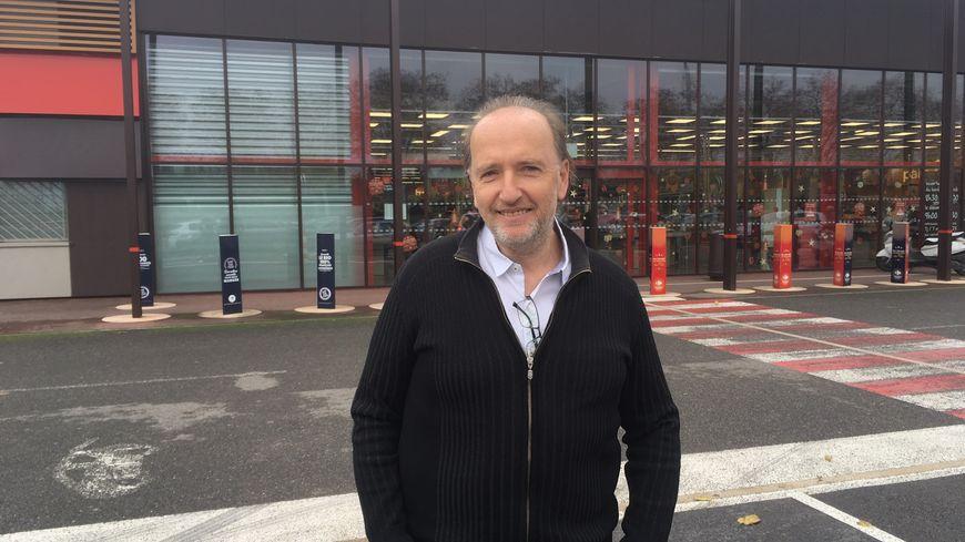 Le maire de Saint-Jory, Thierry Fourcassier, souhaite élargir son bon carburant aux commerces du centre-ville.