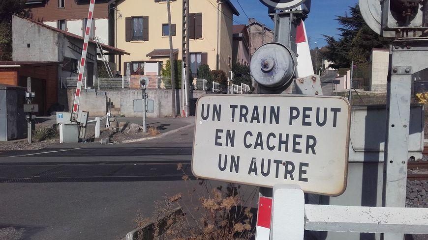 Selon la SNCF, l'automobiliste n'a pas respecté la signalisation du passage à niveau. (Photo d'illustration)