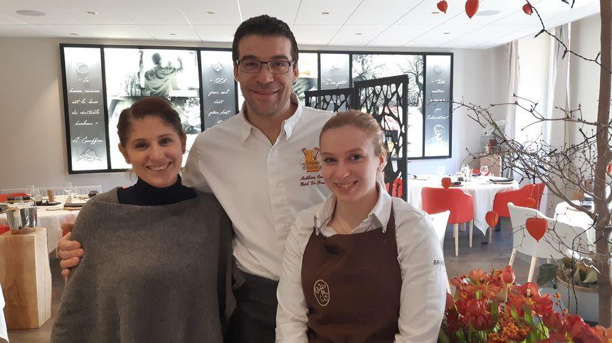Anne et Matthieu Omont avec Laetitia Tholot Meilleure apprentie de France