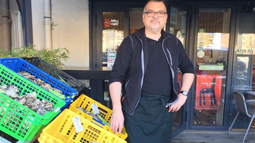"""Jean-Pierre Biasi, Chef cuisinier du restaurant """"La cave à huîtres"""" à Caen."""