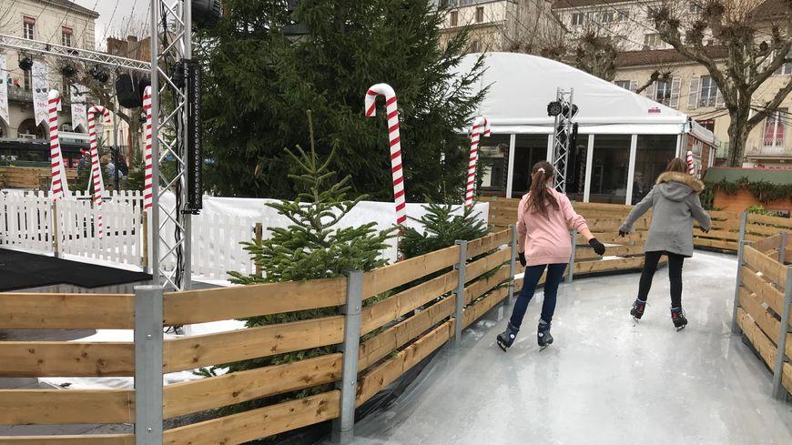 Beaucoup d'enfants et d'adolescents attendaient l'ouverture surtout pour la patinoire.
