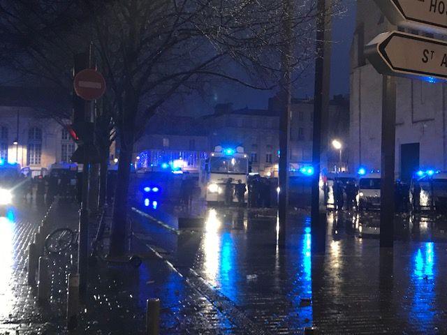 La place Pey-Berland a été évacuée. - Radio France