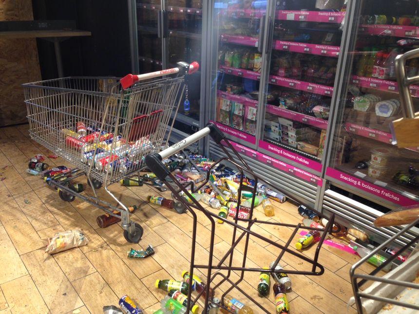 Le magasin Casino pillé dans le centre-ville de Saint-Étienne le soir du 1er décembre 2018