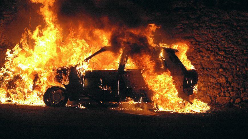 Quinze véhicules ont été incendiés à Joué-les-Tours, dans la nuit de Noël. (Photo d'illustration)