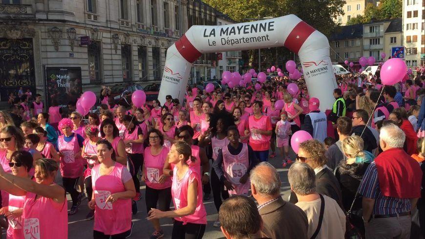 Lutte contre le cancer du sein : des milliers de participants aux Foulées Octobre Rose 53 à Laval.